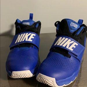 Boys Nike hustle basketball shoes
